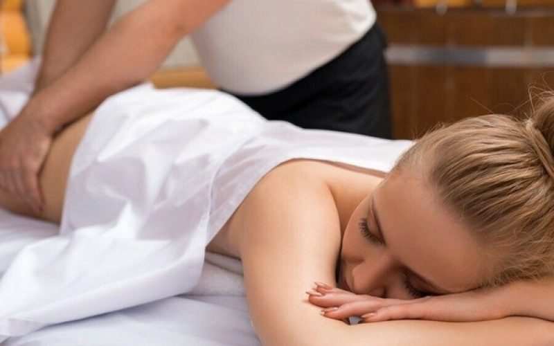 What are the two main type of tantric massage?